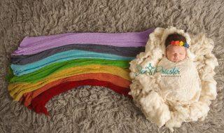 Pourquoi le cliché de ce bébé «arc-en-ciel» a ému tant d'internautes ?
