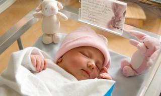 Elle s'endort pour une ablation des ovaires et se réveille avec un bébé
