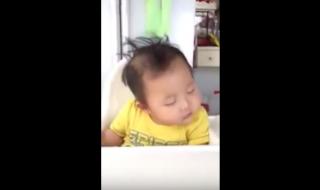 Manger ça endort, ce bébé le prouve !
