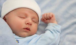 5 astuces pour faire dormir bébé ailleurs que chez lui