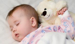Vidéo : l'astuce étonnante de cette maman lui permet d'endormir rapidement bébé !
