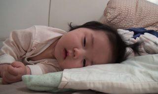 Quand bébé nous imite le lundi matin au réveil, ça donne quoi ?