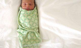 Un bébé emmailloté a-t-il plus de risques de décéder de mort subite ?