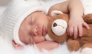 10 adorables doudous à déposer au pied du sapin de Noël pour bébé