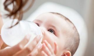 Bébé allergique aux protéines du lait de vache : que faire ?