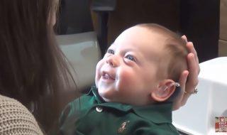 Quelle joie pour ce bébé malentendant d'entendre la voix de ses parents pour la première fois !