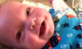 Après 307 jours passés à l'hôpital, ce bébé prématuré peut enfin rentrer chez lui !