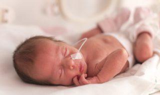 Le congé paternité des papas de bébés prématurés pourrait-il être allongé ?