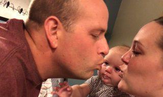Cette petite puce pleure dès que ses parents s'embrassent, mais pourquoi ?