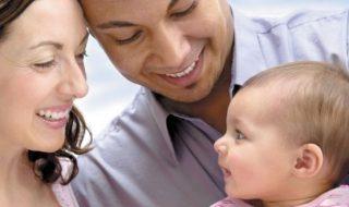 Mais pourquoi les premiers mots de bébé sont souvent «maman» ou «papa» ?