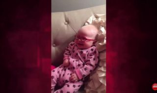 Ce bébé de 3 mois recouvre la vue et comble sa maman de son plus sourire !