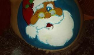 Papa fait du belly painting sur le ventre rond de chérie !