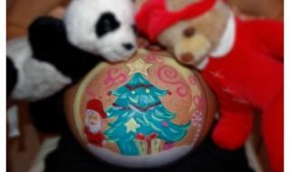 Les lectrices de Neuf Mois partagent leur belly painting de Noël