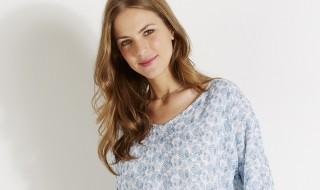 10 idées mode pour glisser du bleu serenity dans votre dressing de future maman