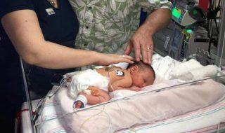 Pourquoi ce bébé est-il né deux fois ?