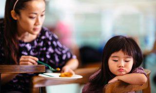 5 trucs qu'on détestait enfant et qu'on reproduit