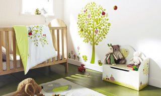 7 chambres pour bébé qui vous feront aimer la tendance des stickers muraux