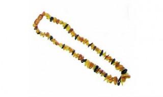 Deux colliers d'ambre jugés dangereux pour bébé interdits à la vente