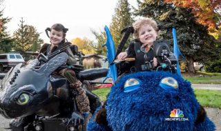 On adore les costumes d'Halloween que ce papa fabrique pour ces enfants handicapés !