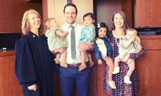Comment ce couple a pu adopter quatre petites filles en seulement 24 heures ?