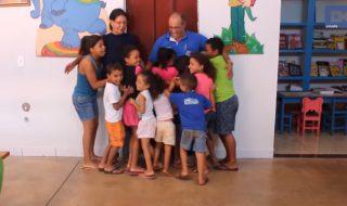 70 enfants appellent ce couple «papa» et «maman»
