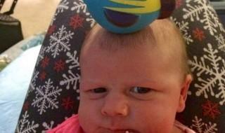 Quand bébé et maman s'éclatent avec des trucs sur la tête !
