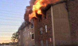 Etats-Unis : un homme sauve un bébé d'un immeuble en flammes