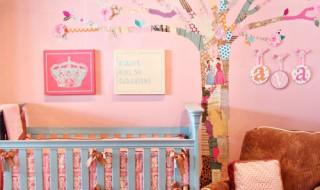 DIY : un sticker «arbre fleuri» pour faire entrer la nature dans la chambre de bébé