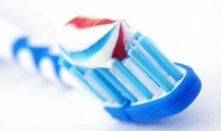 Test de grossesse : savoir si on est enceinte grâce à du dentifrice, vaste blague ou véritable astuce ?