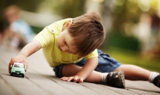 Existe-t-il un âge idéal pour dépister des troubles du comportement chez l'enfant ?
