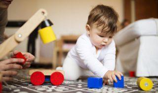 Faut-il développer la motricité chez bébé pour une meilleure réussite à l'école maternelle ?