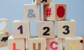 DIY : des cubes en bois pour aider bébé à reconnaître les lettres
