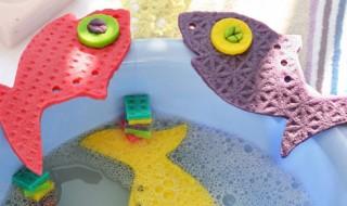 DIY : petits poissons en éponge pour le bain de bébé