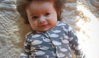 Cette petite fille est née avec une incroyable chevelure !
