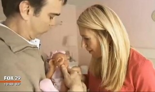Hospitalisée pour une chirurgie d'urgence, elle met au monde son bébé
