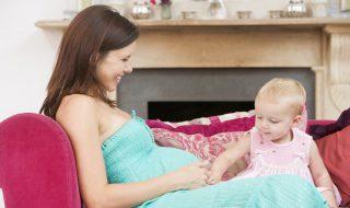 Notre sage-femme vous répond : comment gérer une grossesse avec un premier enfant en bas âge ?