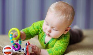 Premiers mois de bébé : quels jouets acheter pour l'éveiller ?