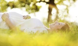 Pendant la grossesse, réduisez le futur asthme de bébé grâce au soleil