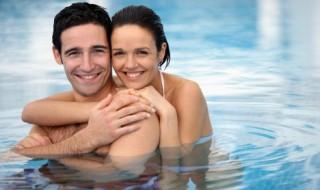 Faire l'amour dans l'eau quand on est enceinte : quelles positions adopter ?
