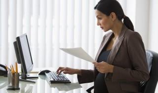 Canicule, grossesse et travail : quelles sont les règles à connaître ?