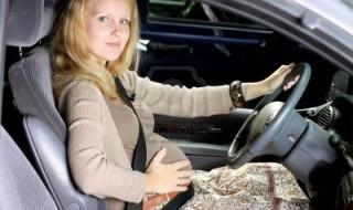 Femme enceinte au volant: les précautions à prendre