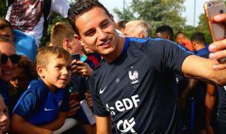 Découvrez le geste de Florian Thauvin envers un enfant handicapé durant la Coupe de Monde