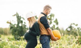 L'automne, la saison idéale pour annoncer la venue de bébé au milieu des citrouilles !