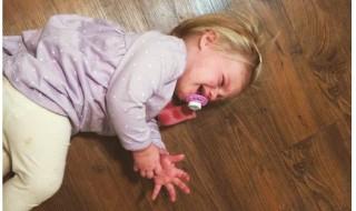 Loulou pique une crise ?  Une maman blogueuse déculpabilise les parents