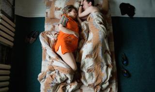 Quand futur papa et future maman dorment comme des bébés