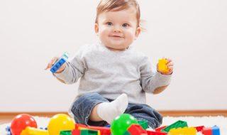 Toi aussi tu penses la même chose des fabricants de jouet quand bébé s'éclate avec un jeu qui fait du bruit ?