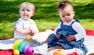 Stéréotypes de genre : dès 9 mois, les bébés préféreraient les jouets destinés à leur sexe