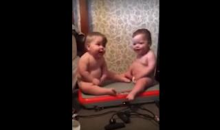 Pourquoi la vidéo de ces jumeaux en plein fou rire fait-elle tant de bruit sur Internet ?