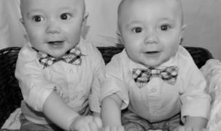 10 photos qui célèbrent la magnifique relation entre jumeaux