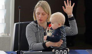 Au Parlement européen, les députées viennent avec leurs bébés